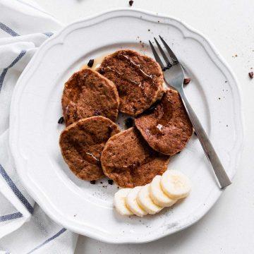 vegane chai pancakes auf einem teller